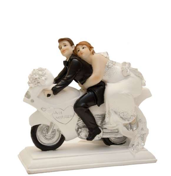 Brautpaar mollig auf Motorrad